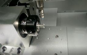 高难度四轴旋转自动点胶机-香芋机电
